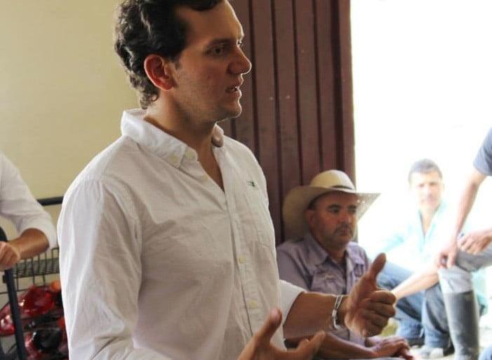 Directivas del Centro Democrático desautorizan declaraciones del Senador Ramos sobre Luis Pérez