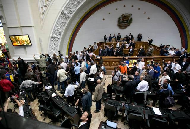 Parlamento busca jucio contra Maduro.