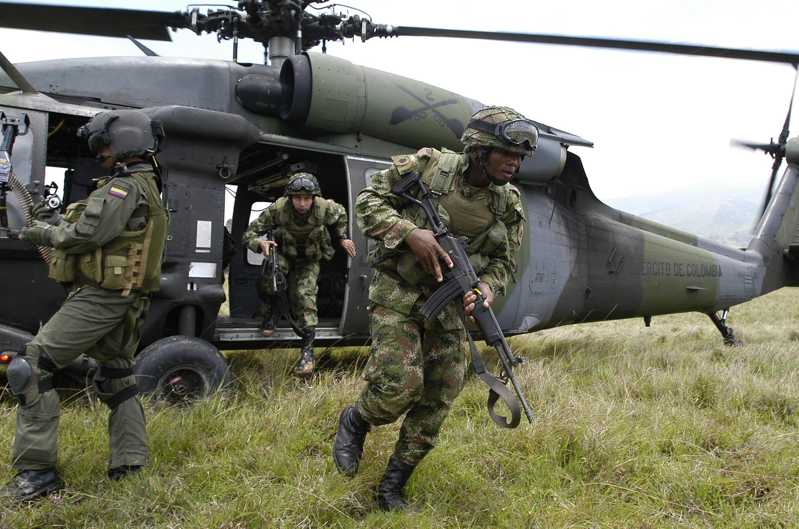 Ejército reporta 10 guerrilleros del Eln muertos en bombardeo
