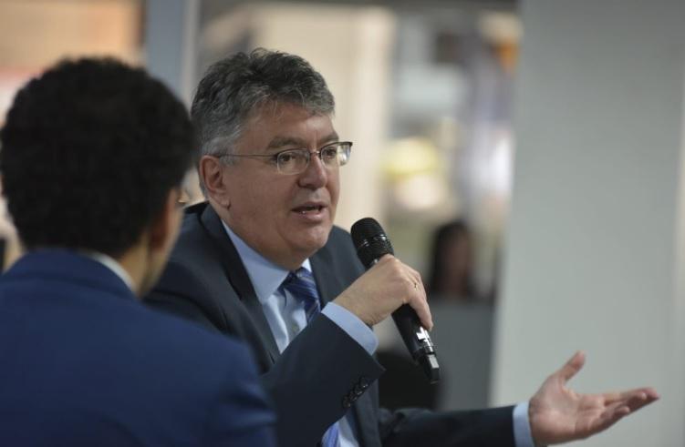 La venta de Coltel no se hará este año: ministro de Hacienda