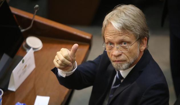 Consejo de Estado analiza dos demandas contra Mockus y podría perder su investidura