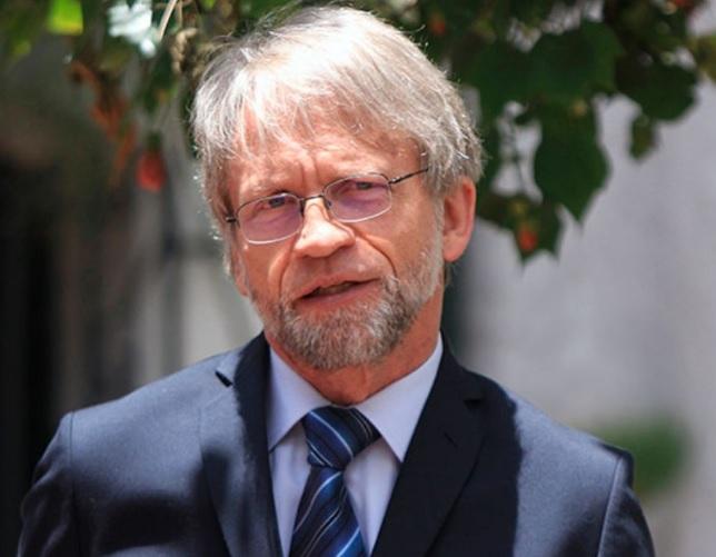 Cinco abogados se unen para tumbar la elección de Mockus como senador