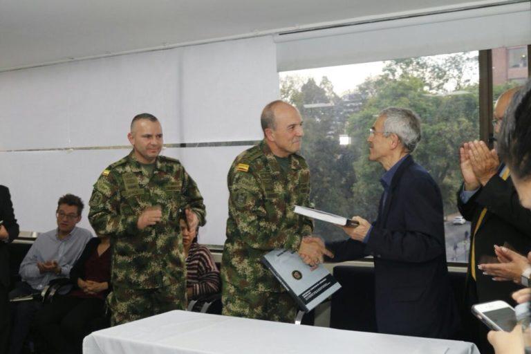 Fuerzas Militares ya le entregaron el primer informe sobre Farc a la Comisión de la Verdad