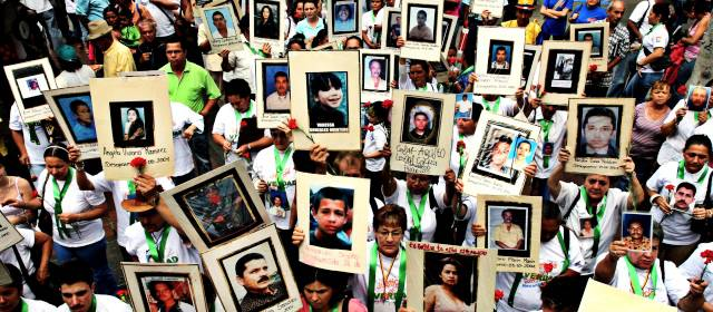 Paramilitares asesinaron más de 100.000 personas, guerrillas a 35.000: CNMH