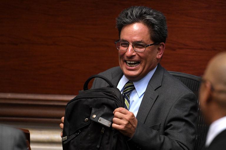 Moción de censura contra Carrasquilla no prosperaría por extemporánea