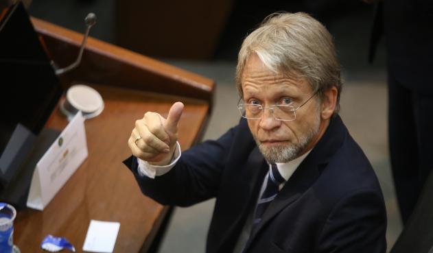 Está siendo revisada otra demanda contra elección de Mockus como congresista
