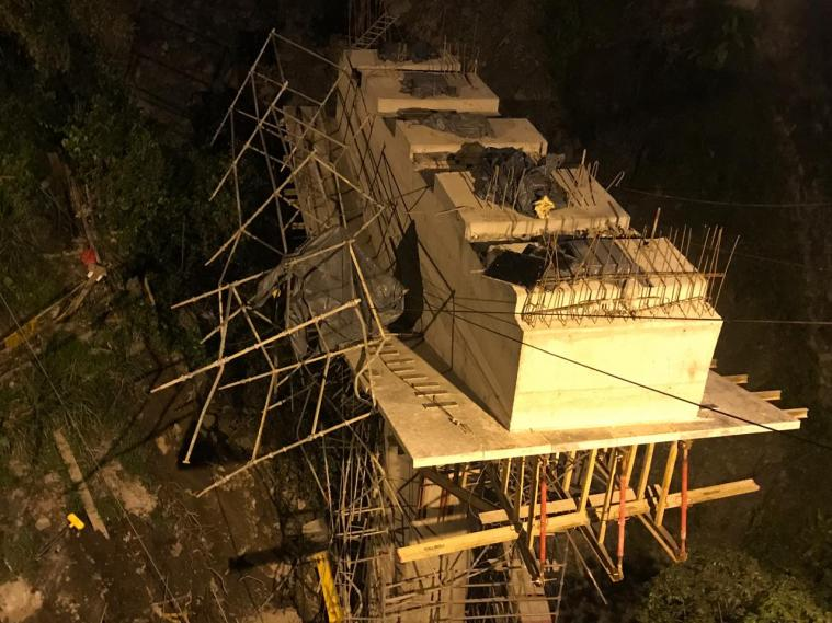 Inician labores de rescate de víctimas mortales tras caída del puente La Pala