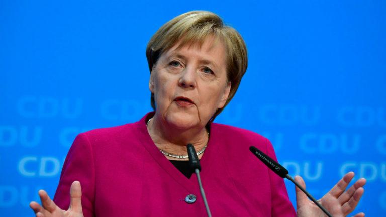 Merkel pronostica que para el próximo verano, UE incluirá estado de vacunación en pasaportes