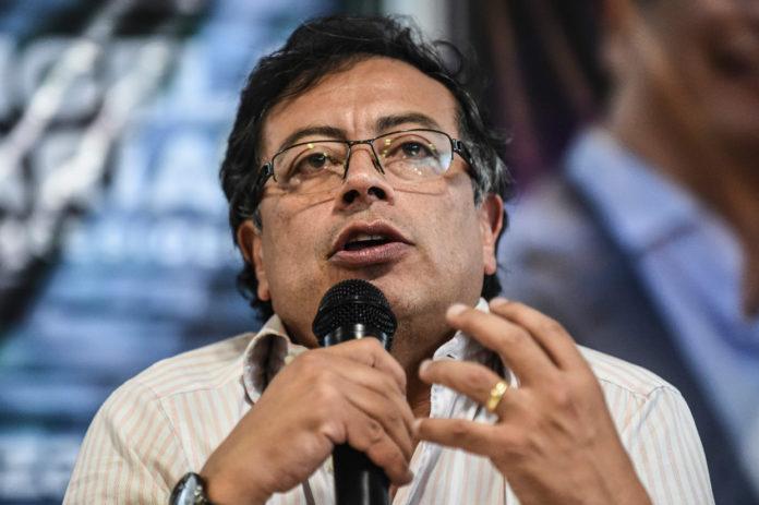 Gustavo Petro senador por Colombia Humana