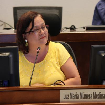 """""""Devuélvannos a UNE, no se roben más el patrimonio público"""", concejal Luz Marina Múnera"""