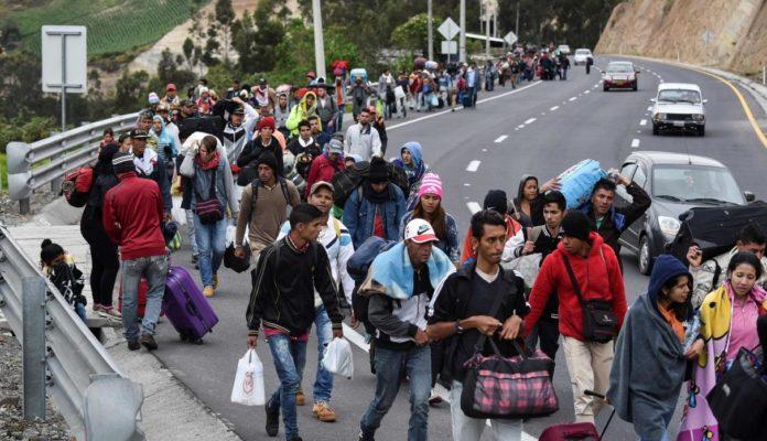 Venezolanos entrando a Perú