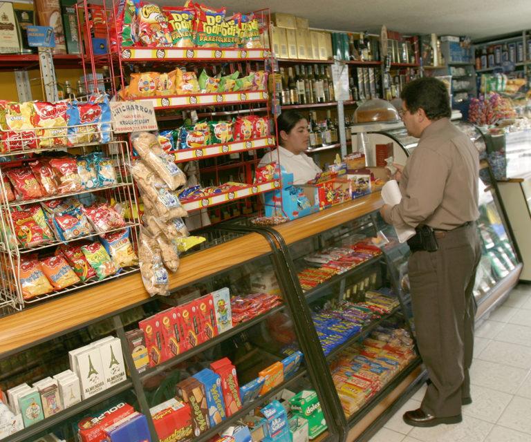 Más de 11.000 tiendas de barrio podrían desaparecer: Fenalco