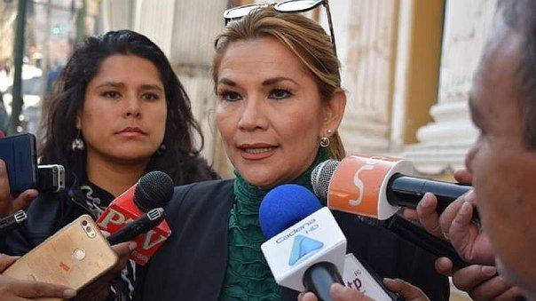 Bolivia tiene nueva presidenta interina que convocará elecciones presidenciales