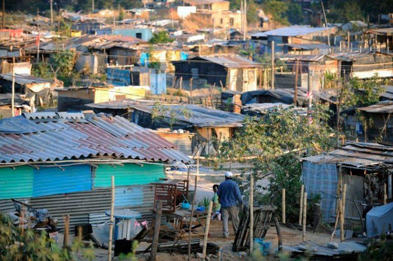 Casi el 50 % de los colombianos vive en situación de pobreza