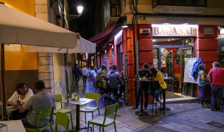 Ordenan cerrar bares y discotecas en España por rebrote de Covid-19