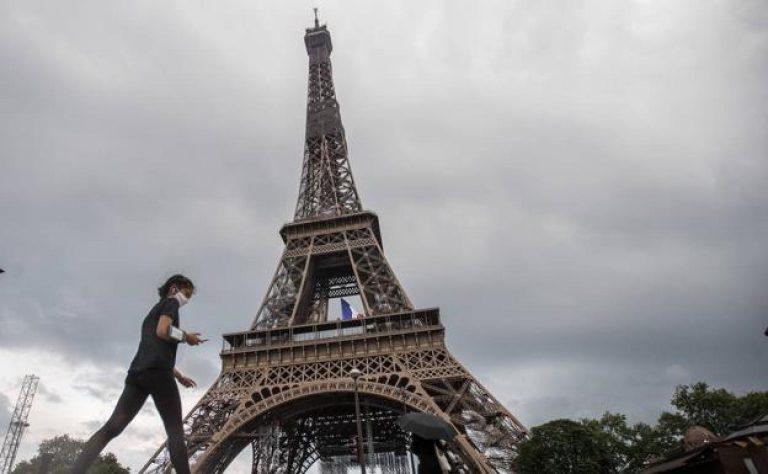 Evacúan la Torre Eiffel por alerta de bomba