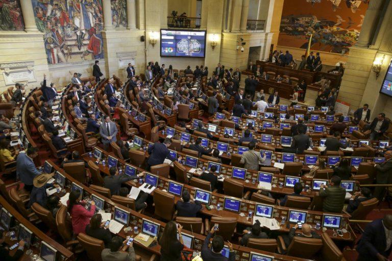 Doce curules más en el Congreso, descaro total