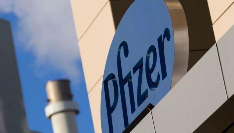 Francia no renovaría contratos con AstraZeneca y J&J