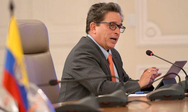 Carrasquilla firmó decreto para el pago de prima del 30 % a diferentes funcionarios