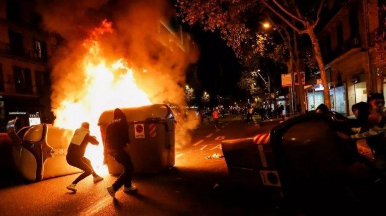 Protestas y disturbios en España por restricciones contra el Covid