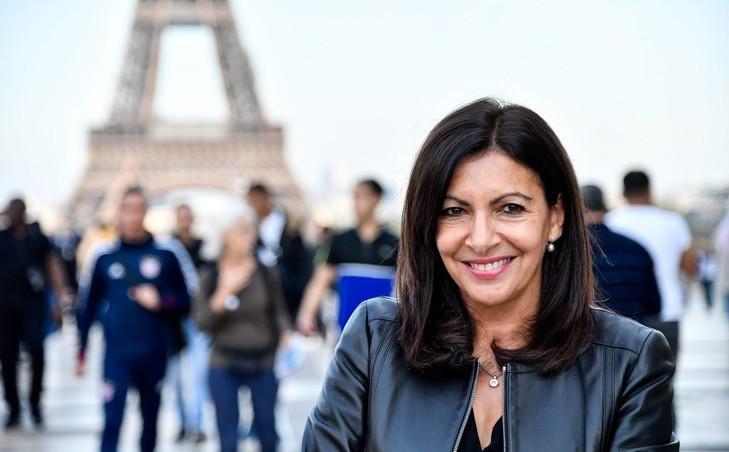 Alcaldía de París deberá pagar millonaria multa por contratar demasiadas mujeres