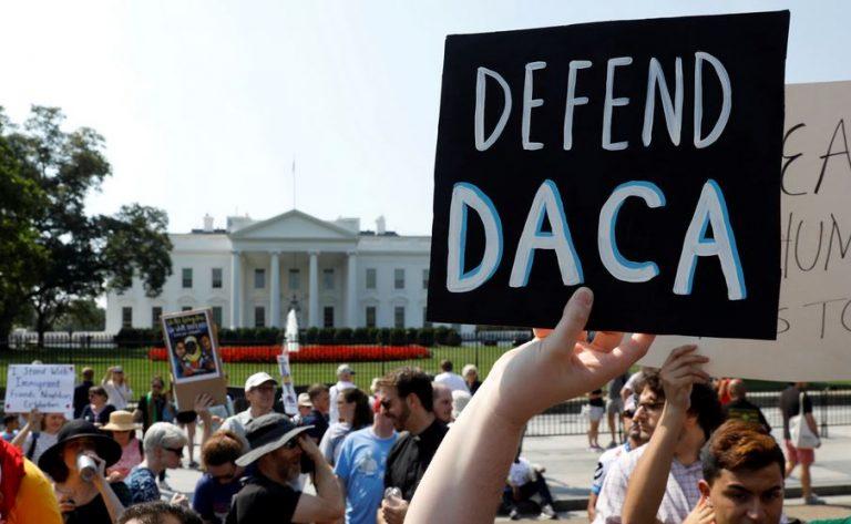 Juez ordenó al gobierno Trump restaurar el programa Daca