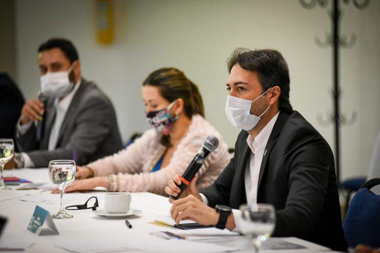 No más toques de queda en Medellín: Quintero