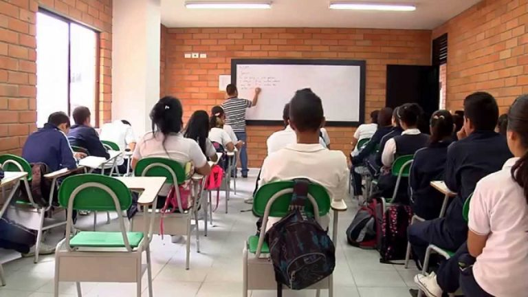 El 18 de enero iniciarán las clases en Antioquia bajo alternancia