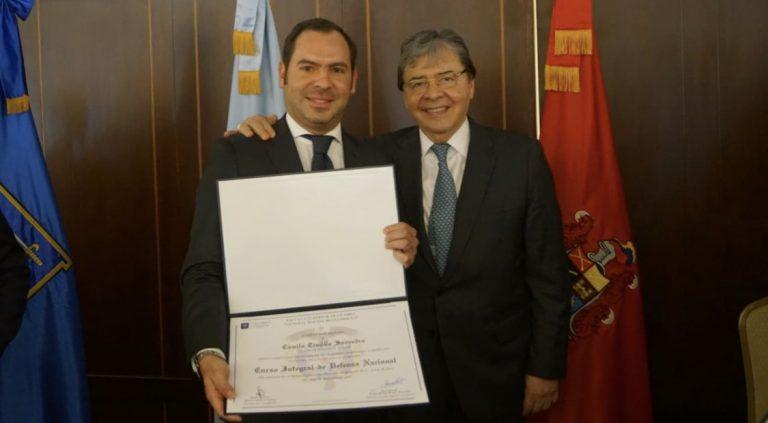 ¿Nepotismo?, hijo de Carlos Holmes Trujillo sería el nuevo viceministro de Defensa