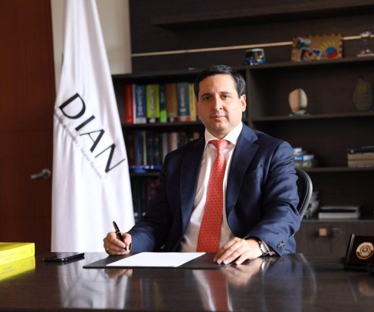 Renunció el director de la DIAN
