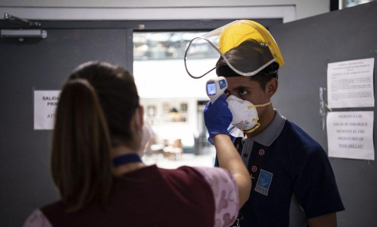 Empiezan a bajar los casos de COVID-19 en Colombia