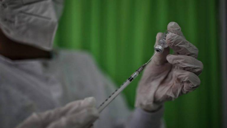 Con segundo lote de vacunas, inmunizarán a adultos mayores del Amazonas