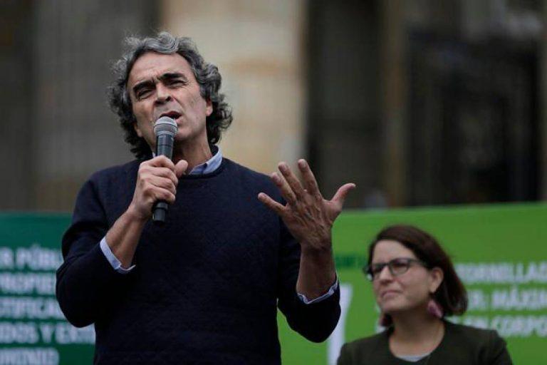 Buscan que Fajardo renuncie a la carrera presidencial con una 'firmatón'