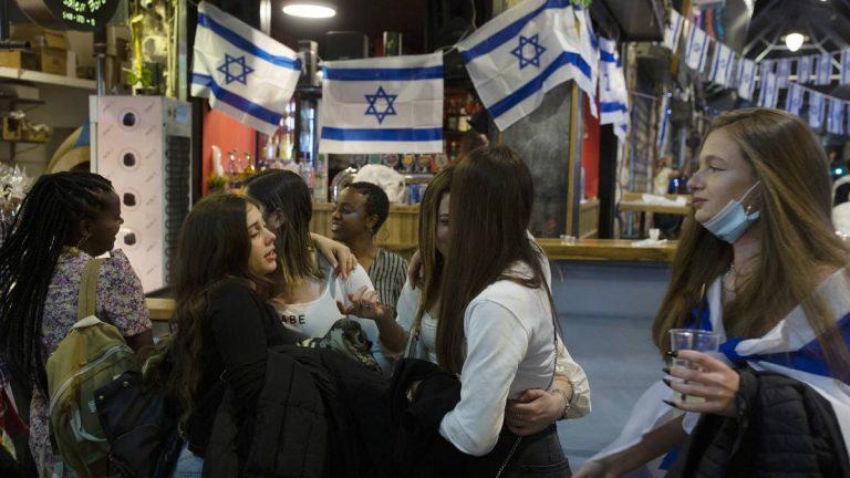 Israel le dice adiós al uso del tapabocas al aire libre
