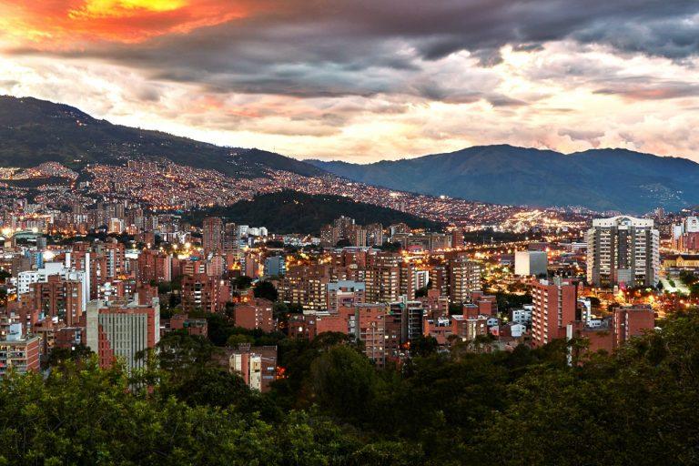 Fitch Ratings le baja el grado de inversión a Bogotá, Medellín y Barranquilla