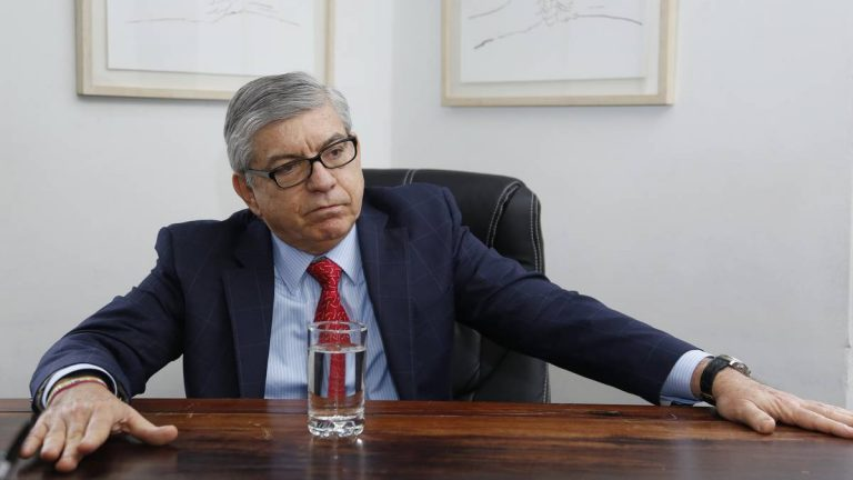 MinHacienda inició acercamientos con César Gaviria frente a la reforma tributaria