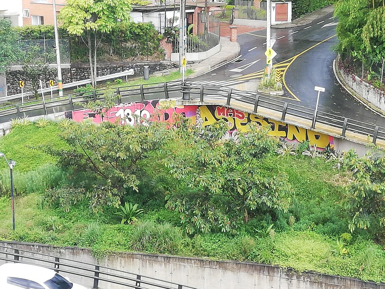 Vandalizaron puente de El Esmeraldal, en Envigado