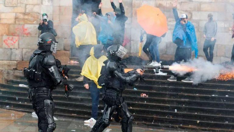 Por violación de derechos humanos, Cámara baja de EE. UU. pide retirar apoyo militar a Colombia