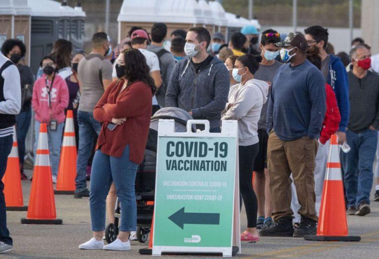 Indocumentados y turistas se podrán vacunar en la Florida