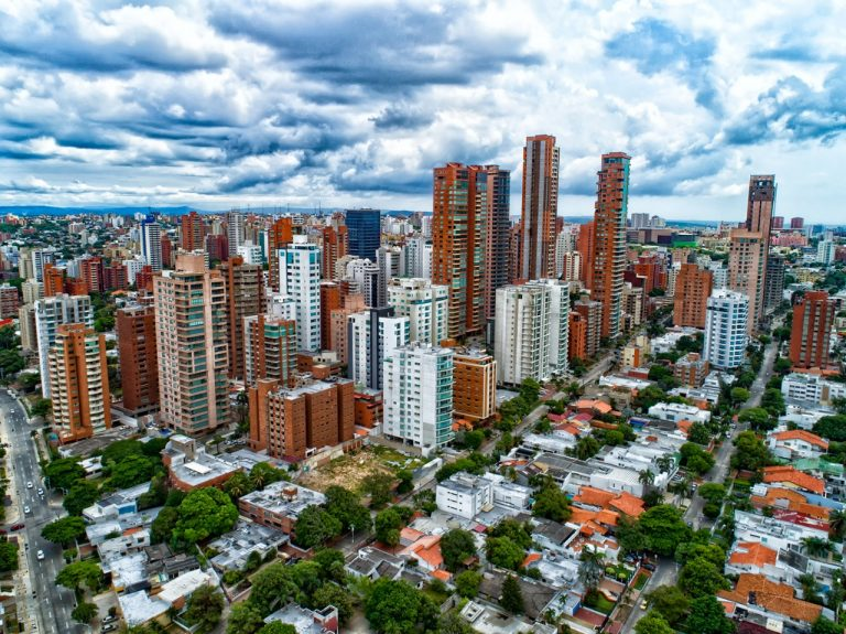 Fitch Ratings rebaja calificaciones a Barranquilla
