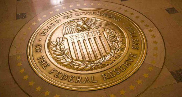 La Fed mantiene su tasa de interés en 0.25 % y solo cambiaría hasta 2023