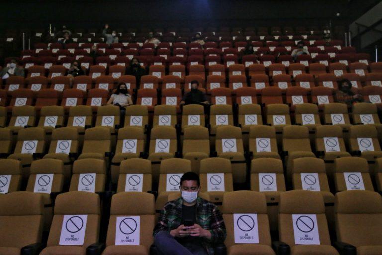 Bogotá se prepara para la reapertura de cines, gimnasios y piscinas
