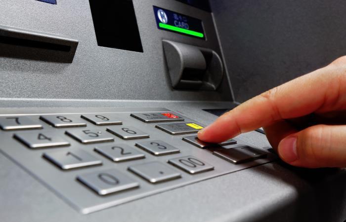 Nuevas normas en Colombia para retirar dinero de cajeros electrónicos