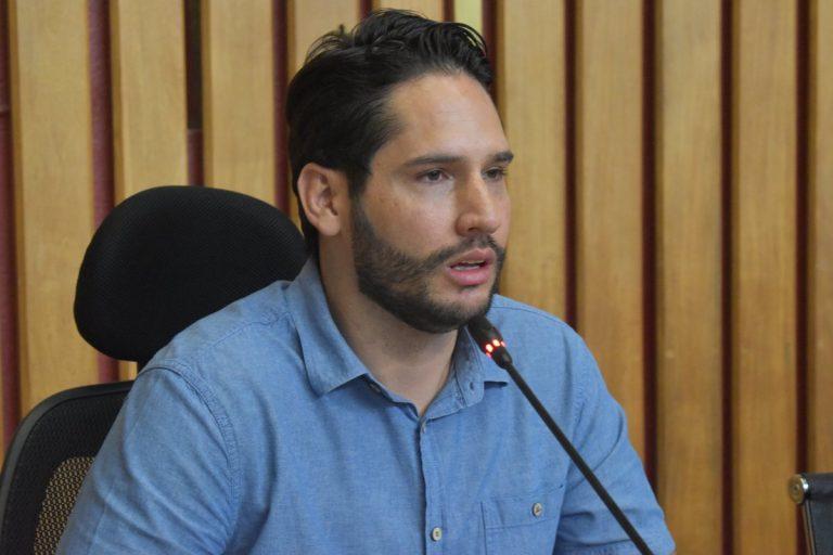 """""""No puede ser que PCH pequeñas, de menos de 10 MW, no den transferencias a los municipios"""", diputado Camilo Calle en 360"""