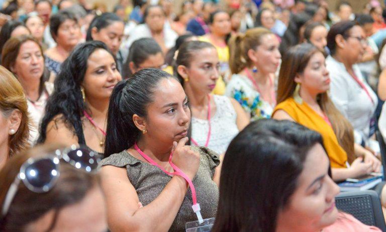 En Colombia las mujeres trabajan casi tres veces más que los hombres en labores no remuneradas