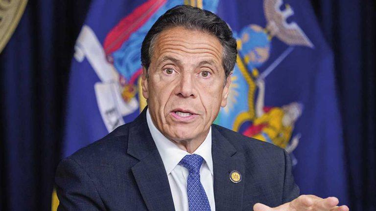 Tras denuncias de acoso sexual, gobernador de Nueva York renunció