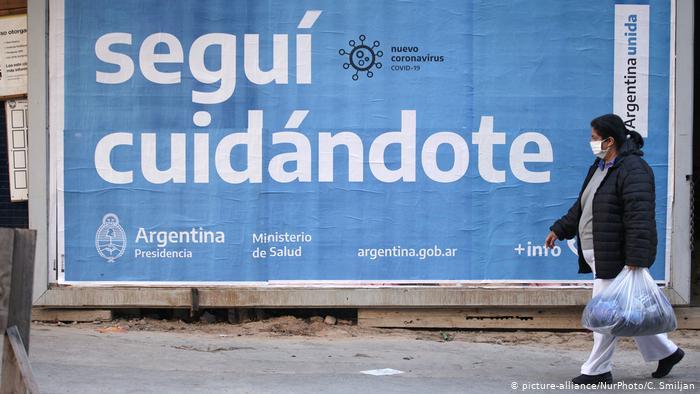 Argentina se despide del tapabocas al aire libre y reabre sus fronteras
