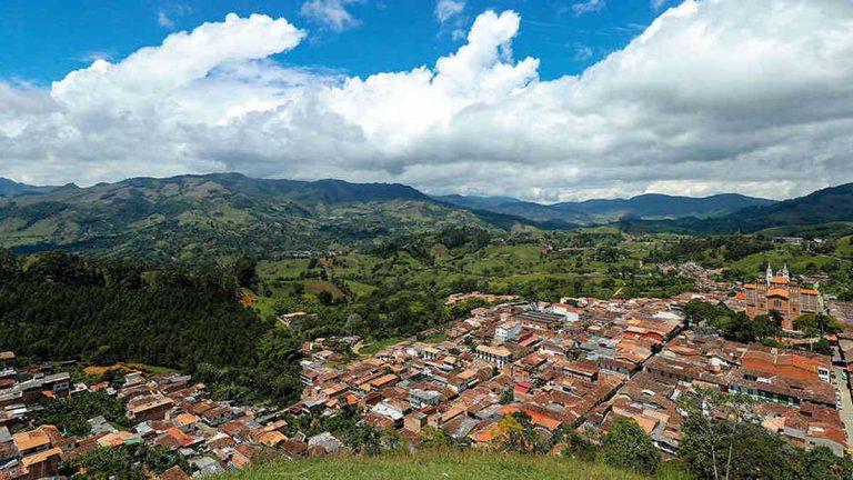 Sí habría minería en Jericó: Gobernación avala el programa de Quebradona