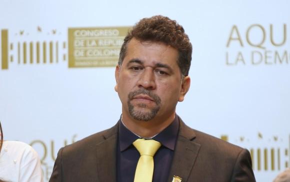 León Fredy Muñoz, de defender a Santrich a abogar por la legalidad de las TIC