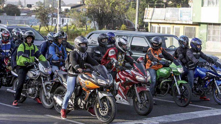 Alcaldía de Bogotá derogó artículo que sancionaba a motociclistas por ir con parrillero